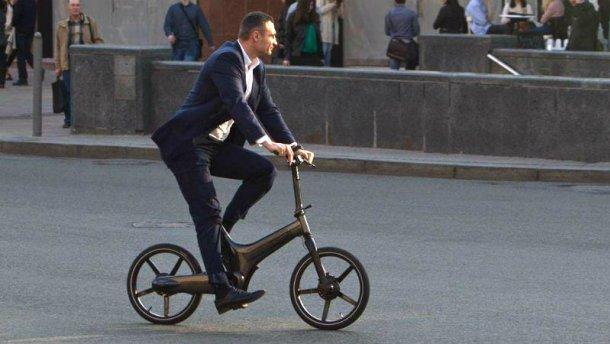 Давай, Виталя, крути педали: в сети появился стих про Кличко на велосипеде
