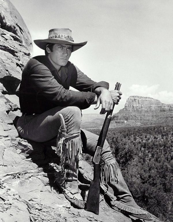 Умер легендарный американский актер: фото и биография Клинта Уокера