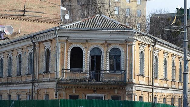 Тень Черновецкого на балконе Грушевского: как наглецы застраивают исторический Киев