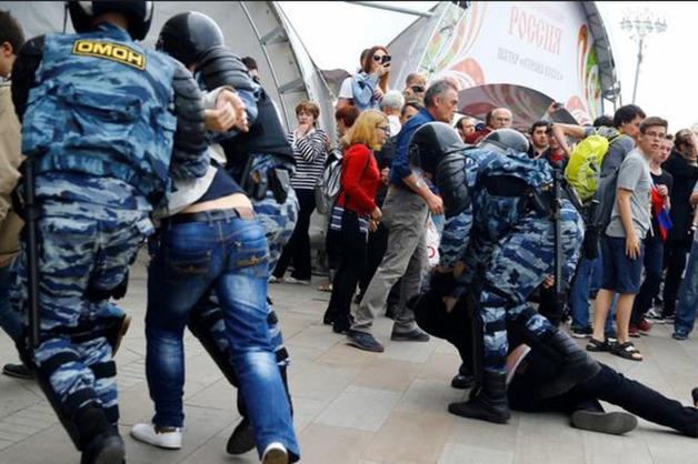 """""""Вели себя как волки"""": россиянка рассказала о зверствах и пытках из-за Путина"""