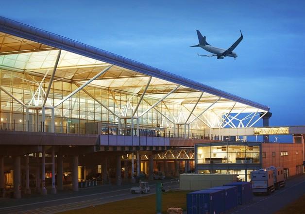 В Лондоне молнии парализовали работу аэропорта. Все рейсы отменены