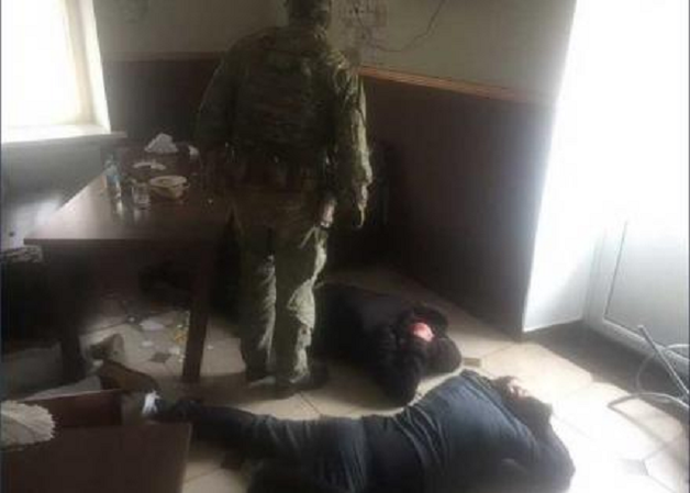 Криминальный «авторитет» и полицейский сколотили банду рэкетиров