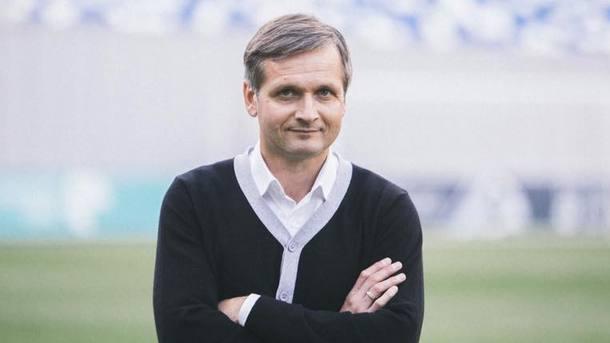 Украинские фанаты избили главного тренера клуба Премьер-лиги: фотофакт