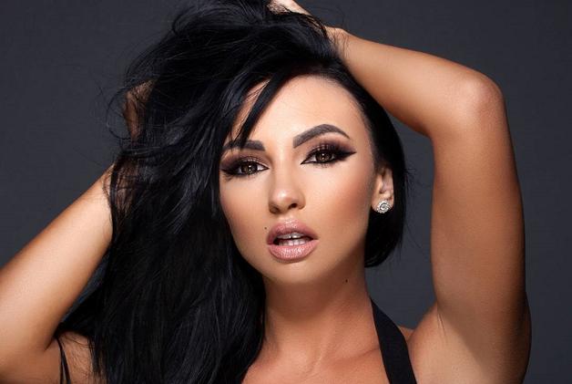 Украинка с большой грудью стала звездой Instagram и Playboy