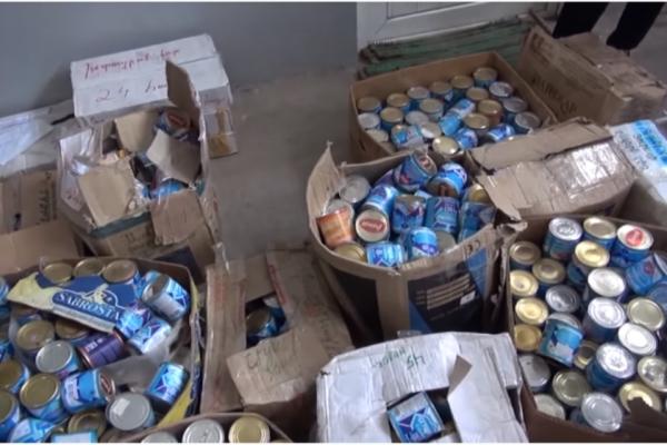 При обыске у депутата обнаружили вещи, собранные для армии: едой, которую отсылали солдатам, он кормил зверей в своем зоопарке