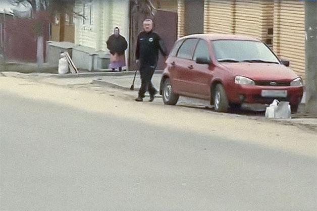 Экс-мэр Ельца бросился на журналистов с топором после вопросов о наркобизнесе его семьи