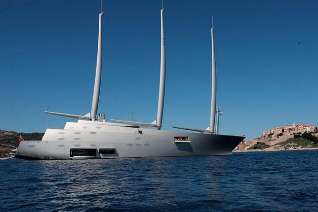 Daily Mail опубликовала фото гигантской парусной яхты «А» олигарха Мельниченко