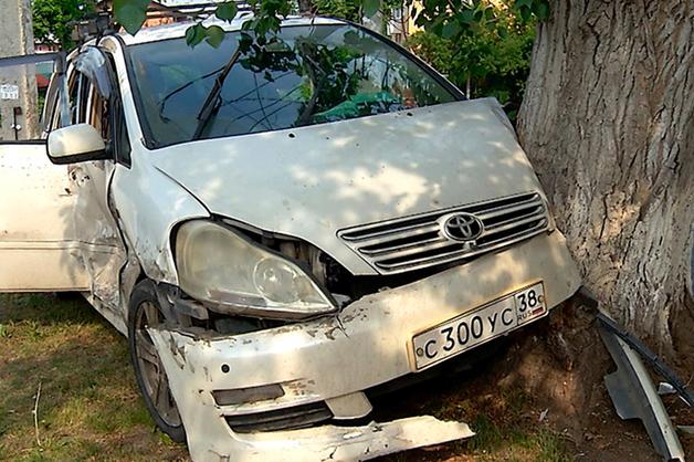 В Иркутске на глазах у прохожих расстреляли автомобиль местного «авторитета» по кличке Француз