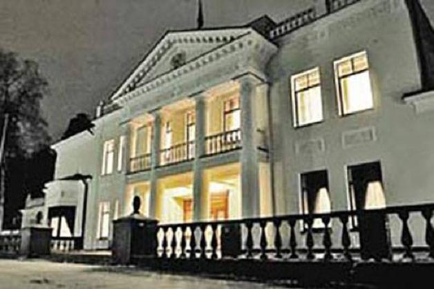 Как гендиректор «Стройфасада» Станислав Кюнер и руководитель ФГУП «Атэкс» Андрей Каминов строили резиденцию президента