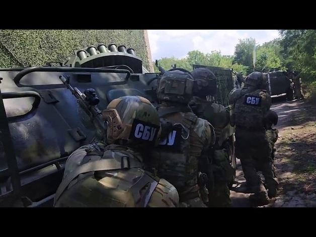 Появилось видео, как СБУ разоружала добровольцев на Донбассе