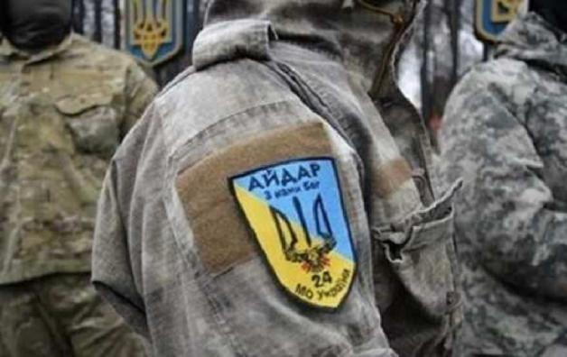 """СМИ: Вооруженные """"айдаровцы"""" взяли в заложники людей в Ровенской области"""