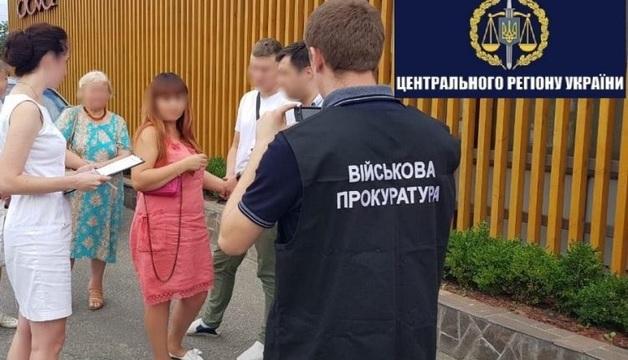 В Киеве на взятке в 3400 долларов задержали инспектора таможни