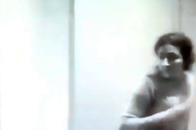 Камера наблюдения сняла одну из сестер Хачатурян сразу после убийства отца
