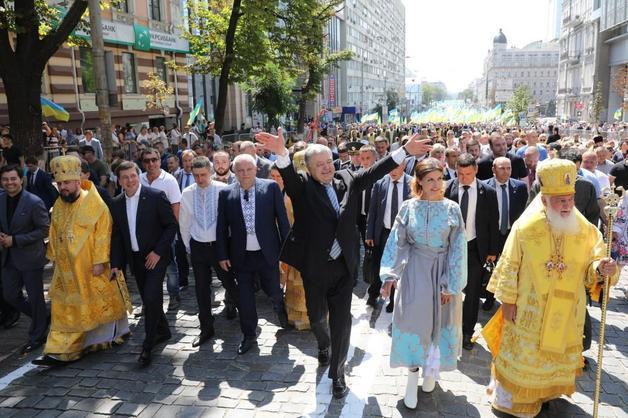 После Крестного хода Порошенко исчез