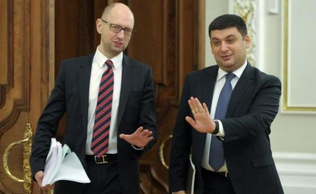 Журналист рассказал, сколько миллиардов грн Яценюк и Гройсман «заработали» на схемах на таможне