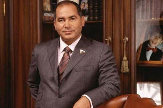 Фархад Ахмедов не отдает бывшей жене присужденные ей по разводу £453 млн
