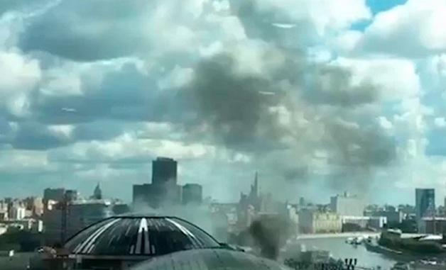 В Москве горит крупный торговый центр