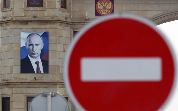 Отрезать Путина от финансов: Сенатор США рассказал о новых «сокрушительных» санкциях в отношении России