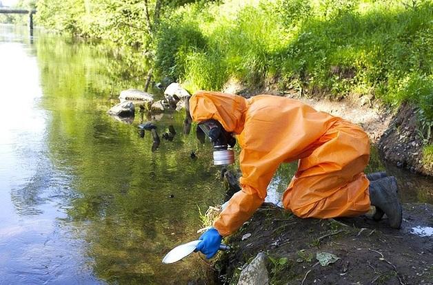 """Нас отравляет """"Прогресс"""". Нелегальные свалки химических отходов, тонны отработанной серной кислоты в национальном парке «Угра»"""