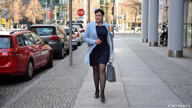 """""""Оплатила диаспора"""": Савченко на каблуках и в платье заселилась в 5-звездочный отель в Берлине"""