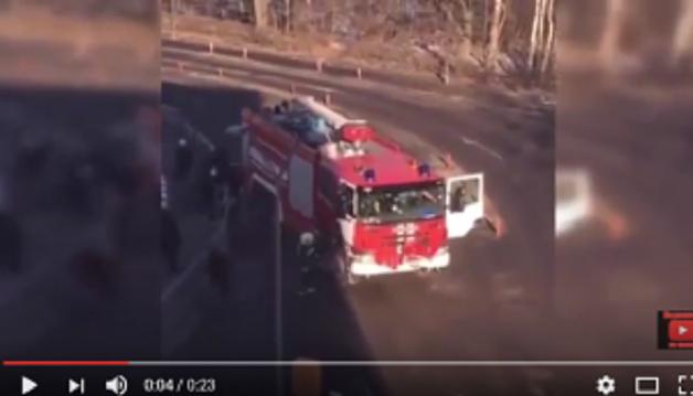 В российском аэропорту Домодедово пьяный водитель пожарной машины сбил 9 человек - есть жертвы