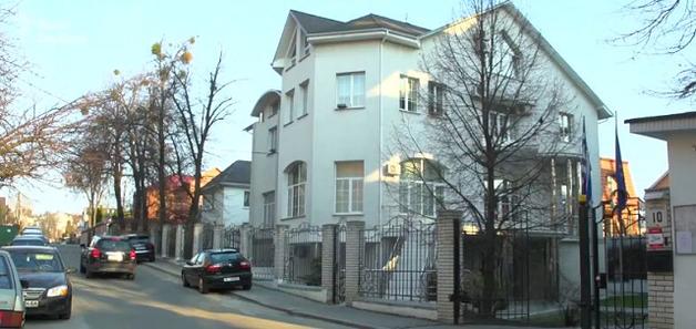 СМИ: Семья замглавы АП «купила» имение в центре Киева за 78 тысяч гривен
