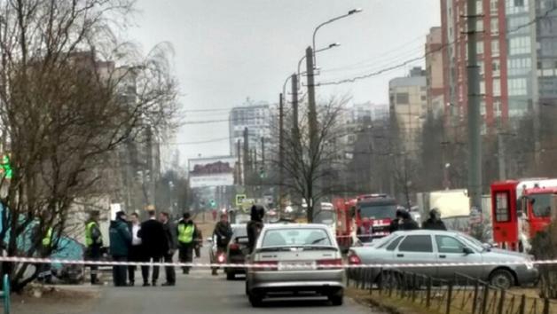 В Питере обезвредили бомбу в жилой высотке: фото задержанных с места ЧП