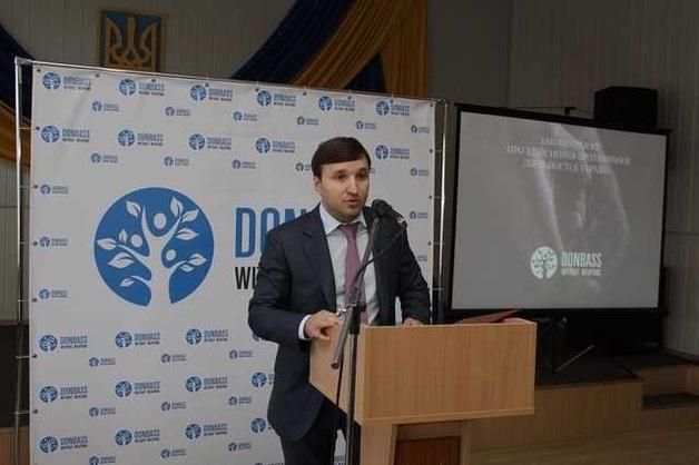 Люди гибнут за металл, Киселев там правит бал: как пособник Януковича плюет на законы и войну