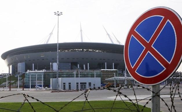 Чайки не знают, что мем про баклана придумал Албин, и продолжают клевать крышу стадиона на Крестовском