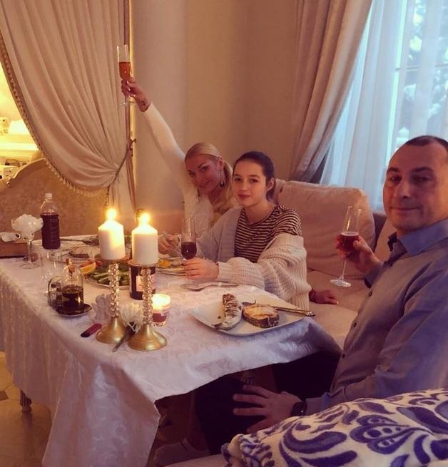 Волочкова наконец показала своего любовника: сеть в недоумении