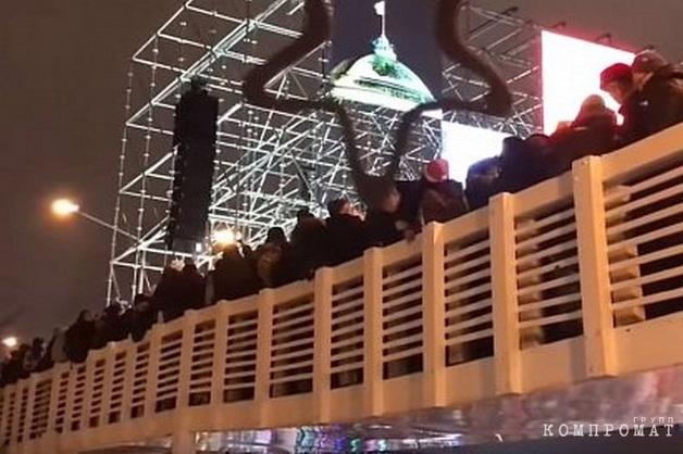 В результате обрушения деревянного моста в Парке Горького пострадали 13 человек
