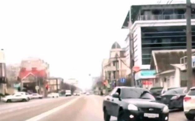 Кавказский дрифт. Полиция в Краснодаре задержала автохама на Lada Priora, попавшего на видео