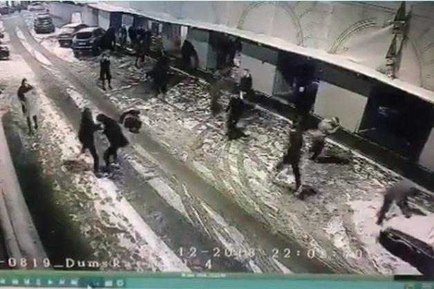 Массовая драка охранников баров с посетителями произошла в Петербурге