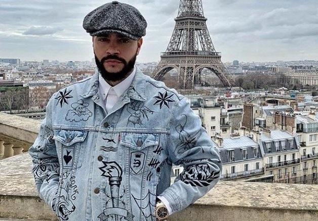 «Поясни за шмот». Рэпер Тимати сфотографировался в куртке со звездами «вора в законе»