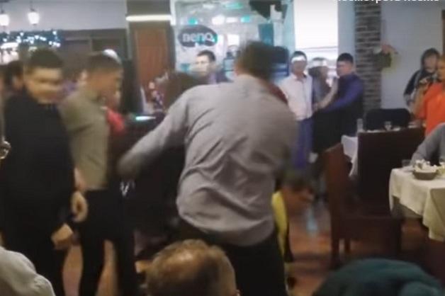 Опубликовано видео массовой драки на корпоративе с участием адвокатов в Набережных Челнах