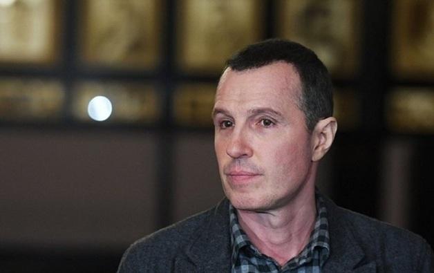 Телеведущий Игорь Верник объяснил поездку на внедорожнике по пешеходной зоне в Москве