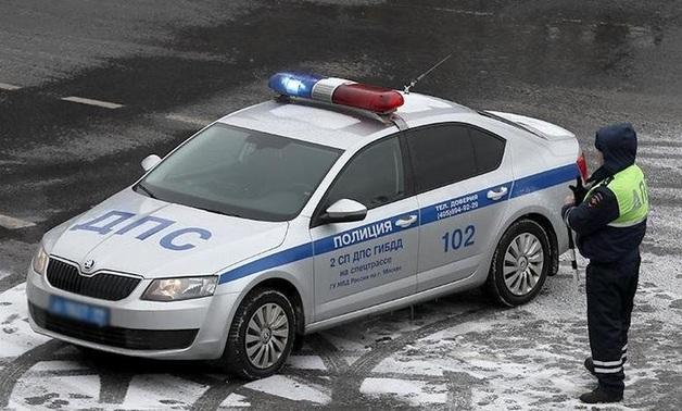 VIP-такси со спецсигналами: в Москве сотрудник ДПС таксовал в часы пик на служебном автомобиле
