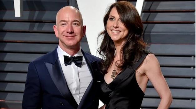 Названа сумма, которую получит жена основателя Amazon после развода