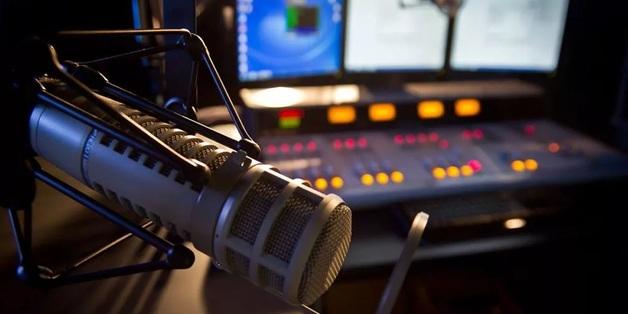 Карманов дорвался до радиоэфира