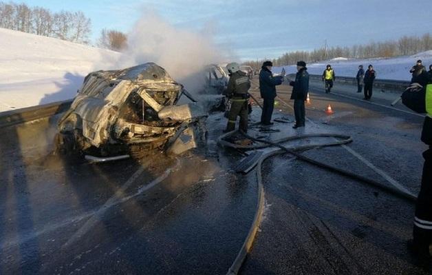 В России в ужасном «огненном» ДТП погибли семь человек