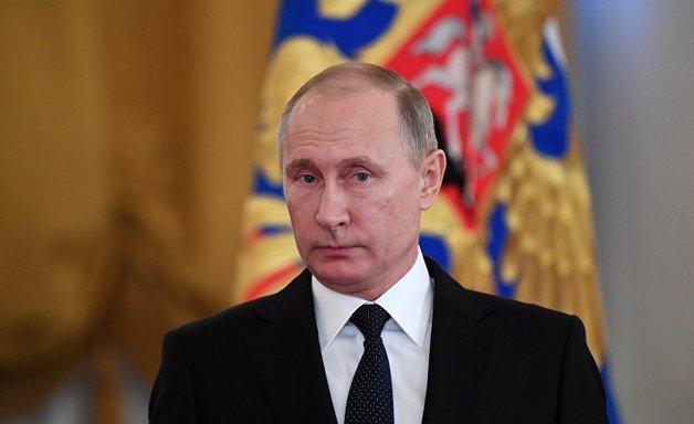 В России ближайшее окружение президента Владимира Путина из-за давления санкций Запада уже мечтает, чтобы появился кто-то вместо нынешнего российского лидера.