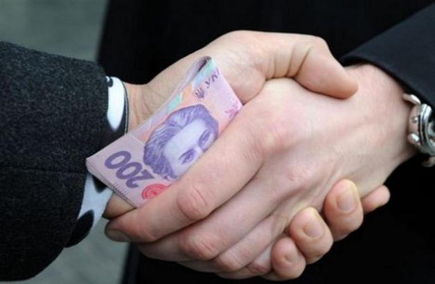 Чиновника из Каменского приговорили к пяти годам за взятку 40 тысяч гривен