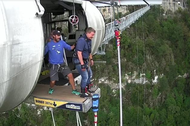Депутат Госдумы бросился с 200-метрового моста