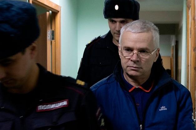 Суд в Уфе продлил арест двум бывшим полицейским, обвиняемым в изнасиловании коллеги