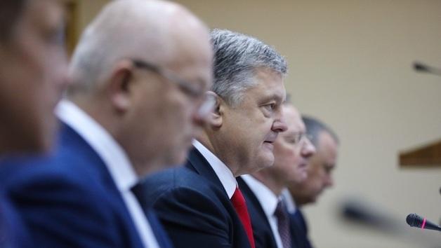 Президентский орденопад: Порошенко напоследок наградил Нищука, Кубива и сестру Ротару