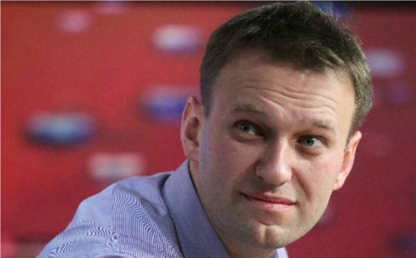 Алексея Навального облили зеленкой в Москве