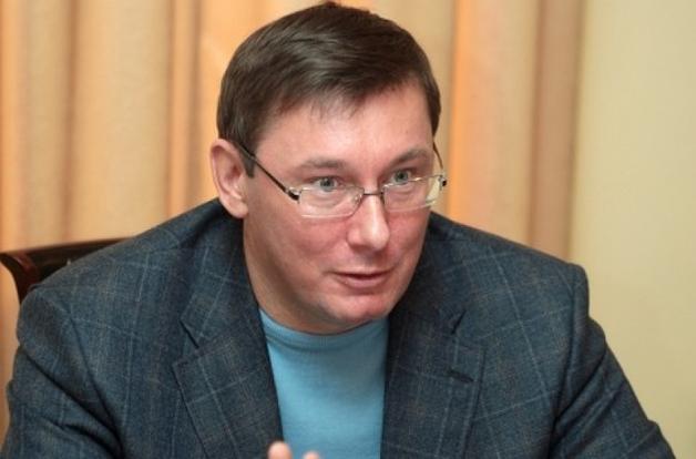 Участник ОПГ Януковича, давший показания о хищении средств, получил условное наказание и находится под защитой, - Луценко