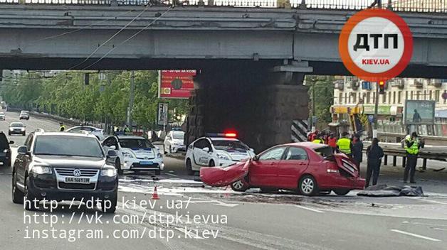 Страшное ДТП с такси в Киеве: Пассажир-музыкант потерял руку, пьяный водитель погиб
