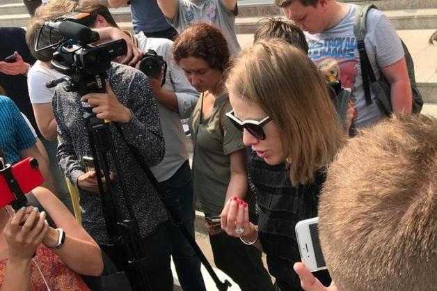 «Представить, что он варил мет дома в качестве подработки, это — абсурд»: Собчак выступила в защиту журналиста Голунова