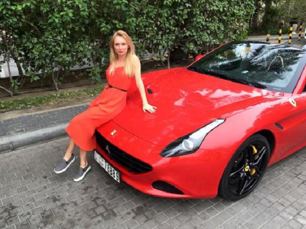 Дочь мэра ездит на Porsche и имеет бизнес в России